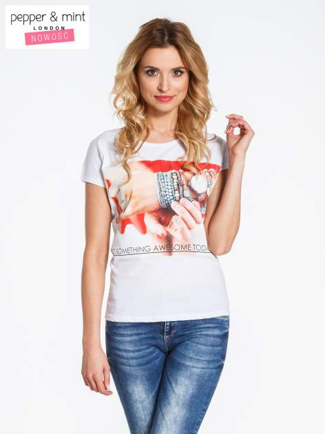 Biały t-shirt z nadrukiem DO SOMETHING AWESOME TODAY                                  zdj.                                  1