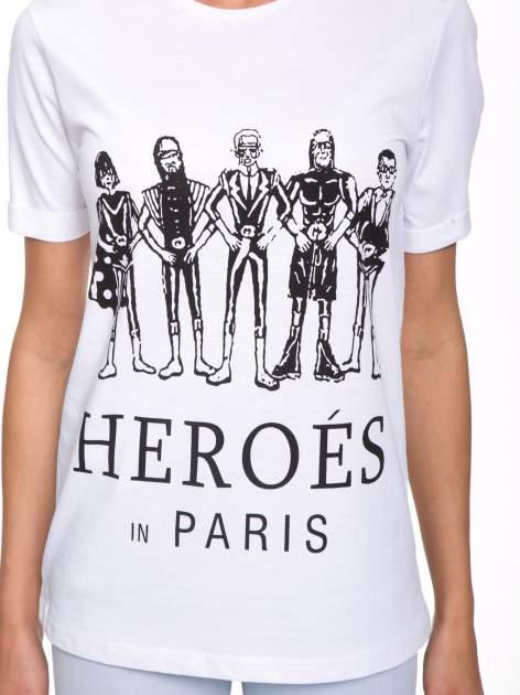 Biały t-shirt z nadrukiem HEROÉS IN PARIS                                  zdj.                                  6