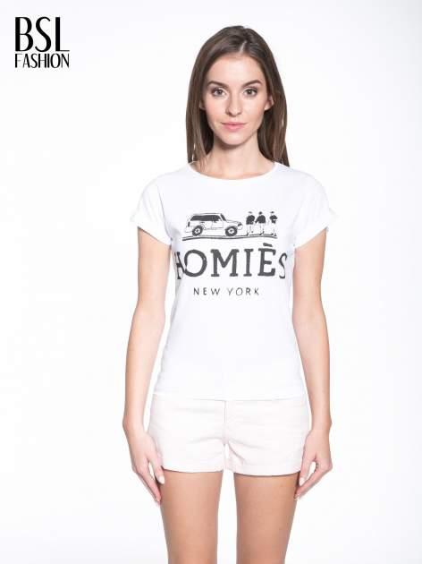Biały t-shirt z nadrukiem HOMIES NEW YORK                                  zdj.                                  1