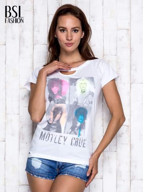 Biały t-shirt z nadrukiem Mötley Crüe                              zdj.                              5