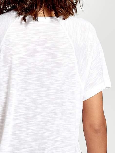 Biały t-shirt z nadrukiem TAKE ME TO THE OCEAN z dżetami                                  zdj.                                  6