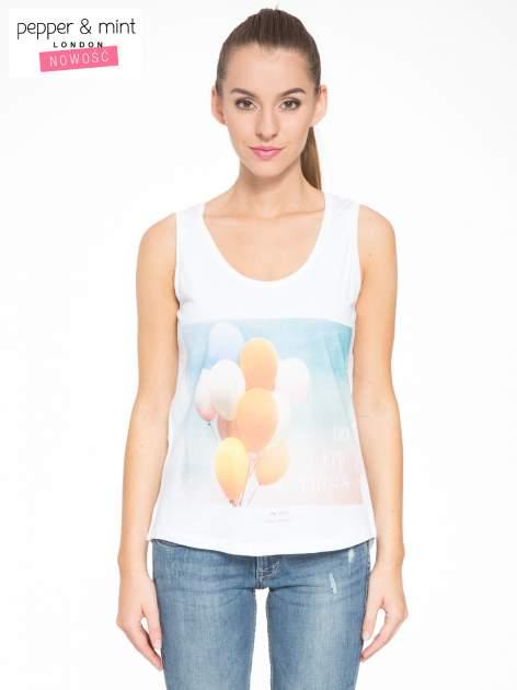 Biały t-shirt z nadrukiem balonów                                  zdj.                                  1