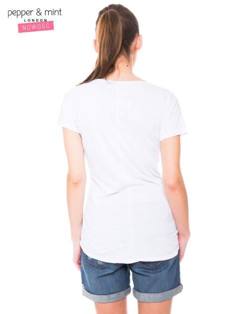 Biały t-shirt z nadrukiem dziewczyny                                  zdj.                                  4