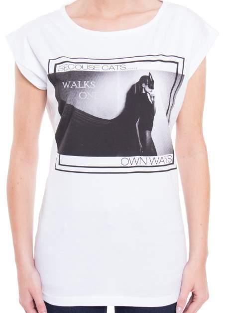 Biały t-shirt z nadrukiem kobiety-kota                                  zdj.                                  4