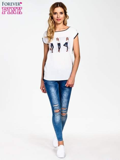 Biały t-shirt z nadrukiem modelki                                  zdj.                                  6