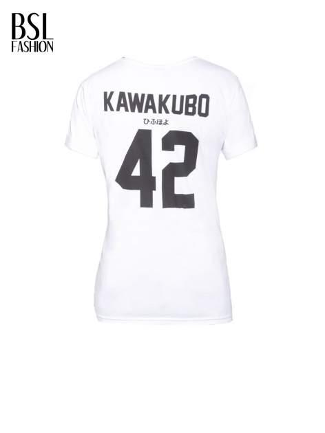 Biały t-shirt z nadrukiem numerycznym KAWAKUBO 42 z tyłu                                   zdj.                                  3