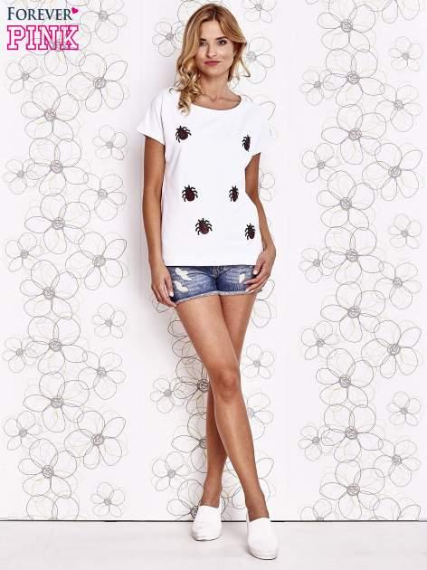 Biały t-shirt z nadrukiem owadów                                  zdj.                                  2