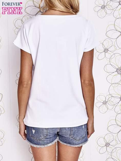 Biały t-shirt z nadrukiem owadów                                  zdj.                                  4