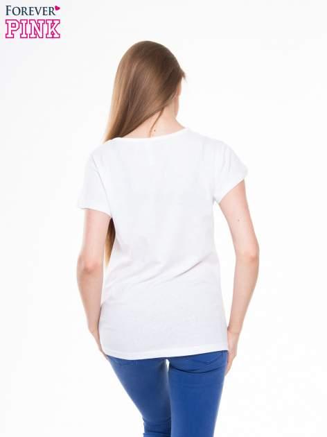 Biały t-shirt z nadrukiem trójkąta i napisem PERFECTION                                  zdj.                                  3