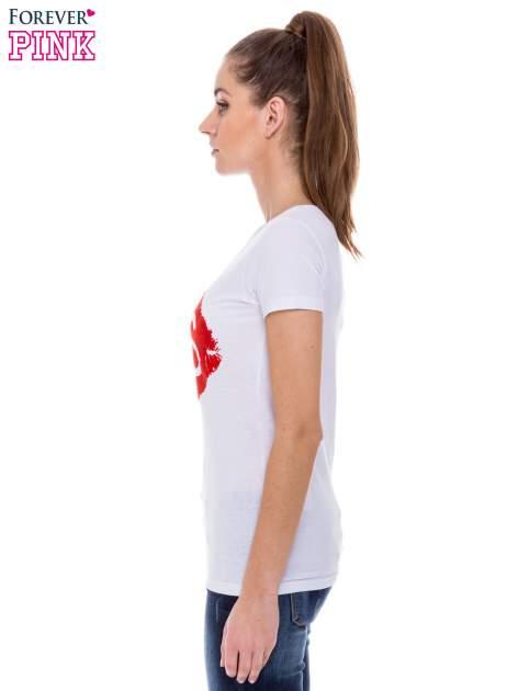 Biały t-shirt z nadrukiem ust KISS                                  zdj.                                  3