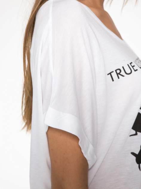 Biały t-shirt z nadrukiem ust i napisem TRUE LOVE                                  zdj.                                  9