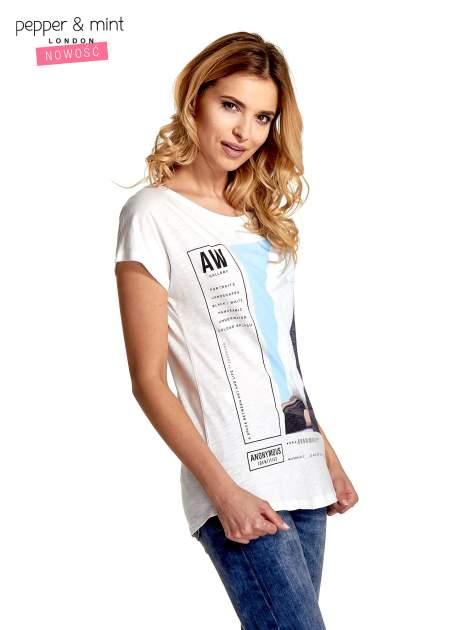 Biały t-shirt z nadrukiem w stylu fashion i zaokrąglonym dołem                                  zdj.                                  3