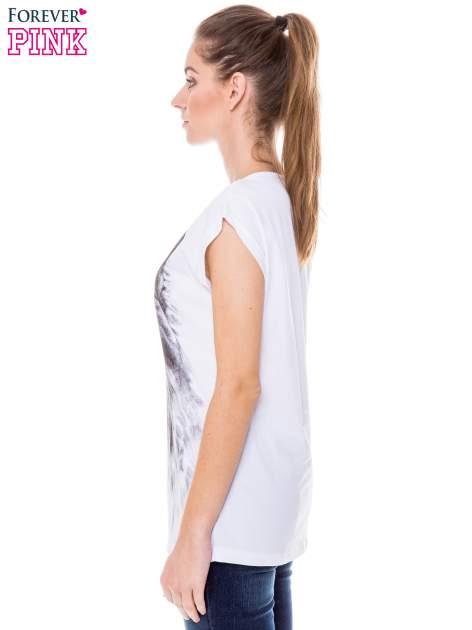 Biały t-shirt z nadrukiem wilka                                  zdj.                                  2