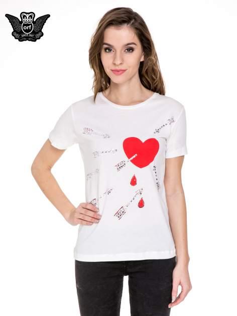 Biały t-shirt z nadrukiem złamanego serca                              zdj.                              1