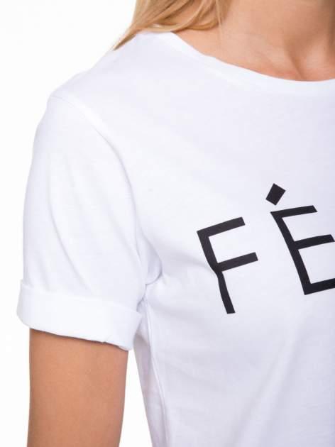Biały t-shirt z napisem FÉLINE MEOW                                  zdj.                                  6