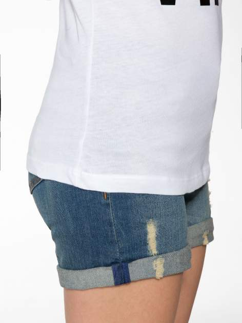 Biały t-shirt z napisem GET OUT OF YOUR OWN WAY                                  zdj.                                  8
