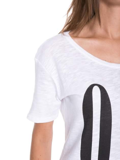 Biały t-shirt z napisem OK                                  zdj.                                  7