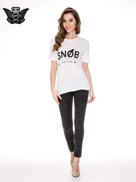 Biały t-shirt z napisem SNOB                                  zdj.                                  2