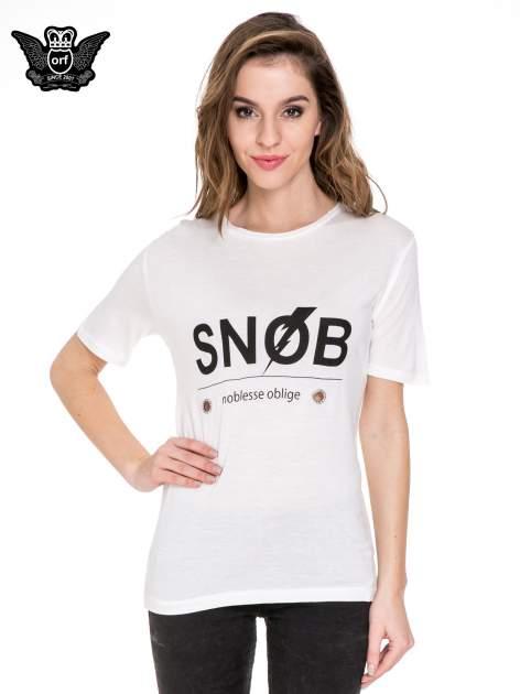Biały t-shirt z napisem SNOB