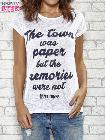 Biały t-shirt z napisem THE TOWN WAS PAPER BUT THE MEMORIES WERE NOT PAPER TOWNS                                  zdj.                                  1