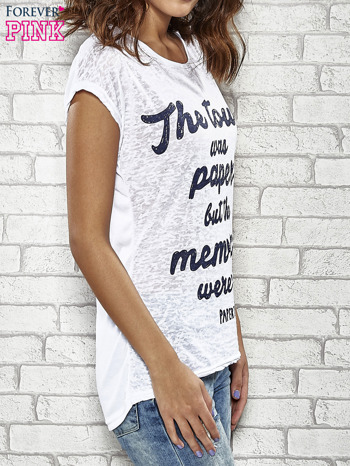 Biały t-shirt z napisem THE TOWN WAS PAPER BUT THE MEMORIES WERE NOT PAPER TOWNS                                  zdj.                                  3
