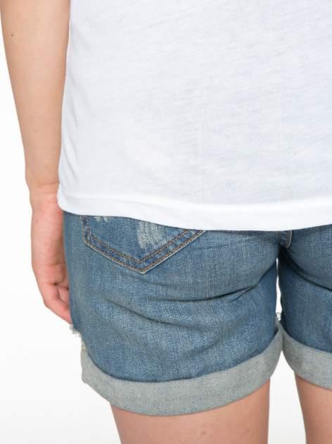 Biały t-shirt z napisem WONDER WHAT?                                  zdj.                                  10