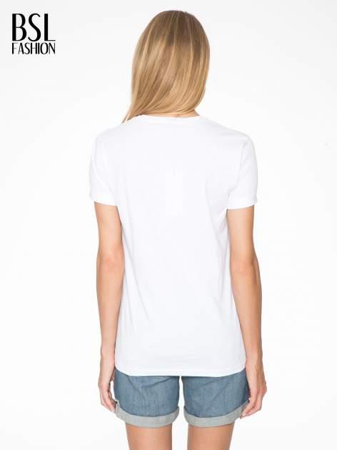 Biały t-shirt z nazwami stolic mody                                  zdj.                                  4