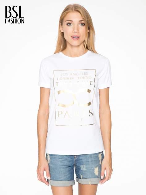 Biały t-shirt z nazwami stolic mody                                  zdj.                                  1