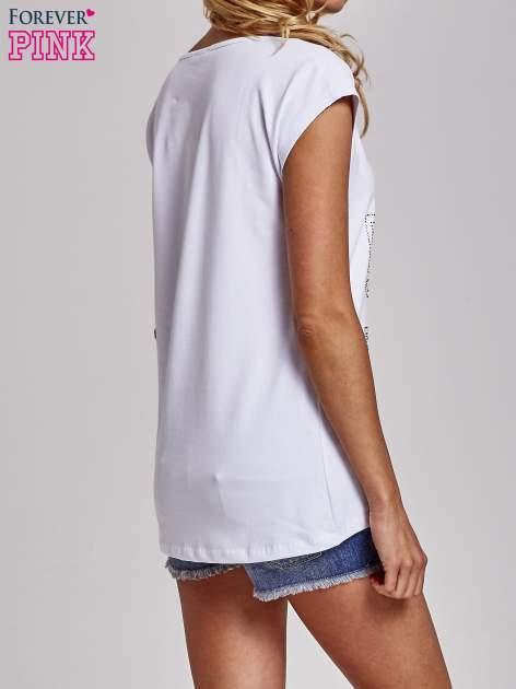 Biały t-shirt z numerem 58 z dżetów                                  zdj.                                  4
