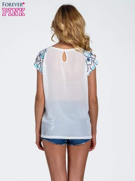 Biały t-shirt z rękawkami w motyw etno                                  zdj.                                  4