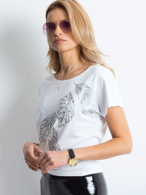 Biały t-shirt z roślinnym motywem i perełkami                              zdj.                              3