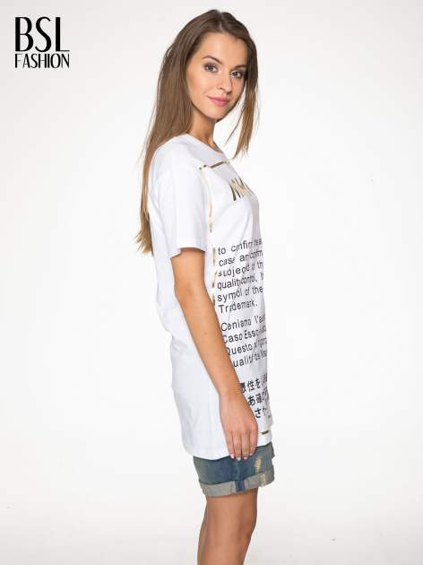 Biały t-shirt z tekstowym nadrukiem i znakami chińskimi                                  zdj.                                  3