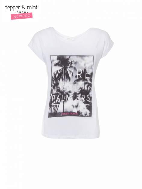Biały t-shirt z tropikalnym nadrukiem                                  zdj.                                  2