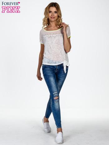 Biały t-shirt z wiązaniem z boku                                  zdj.                                  2