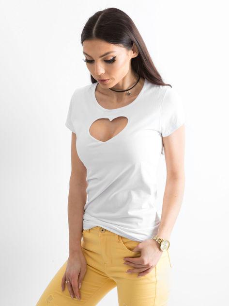 Biały t-shirt z wycięciem sercem                              zdj.                              3