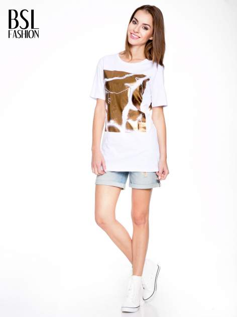 Biały t-shirt ze złotą grafiką                                  zdj.                                  5