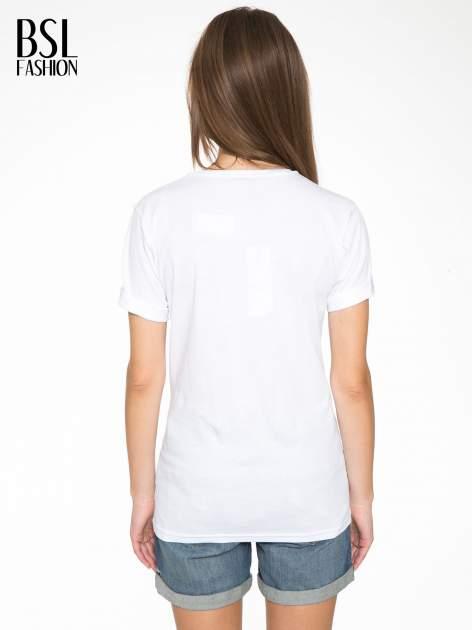 Biały t-shirt ze złotym nadrukiem NO. 4 COCO                                  zdj.                                  4