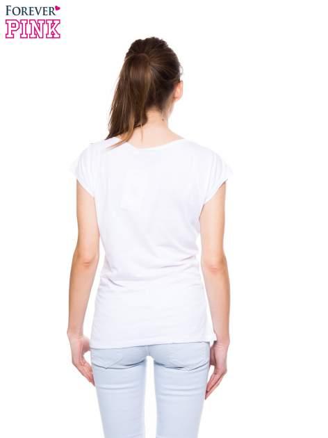 Biały t-shirt ze złotym nadrukiem THERE IS ONLY ONE QUEEN                                  zdj.                                  3