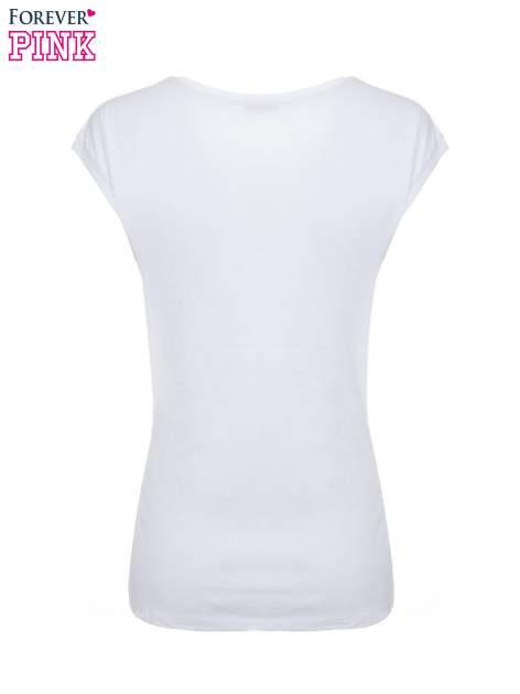 Biały t-shirt ze złotym nadrukiem korony i napisem BORN TO SHINE                                  zdj.                                  4
