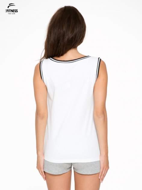 Biały top w stylu koszykarskim z nadrukiem LOS ANGELES i sportową lamówką                                  zdj.                                  4