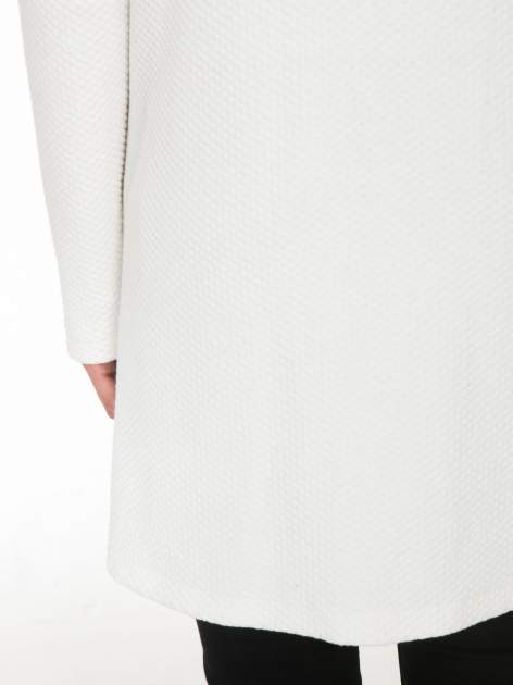 Biały wełniany długi żakiet o pudełkowym kroju ze skórzaną lamówką                                  zdj.                                  8