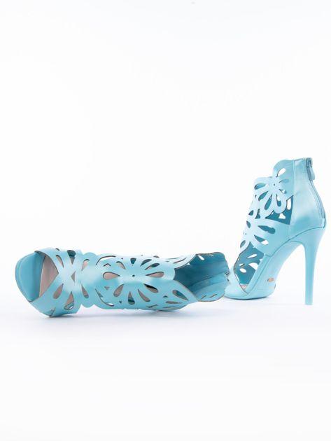 Błękitne sandały z ażurową cholewką z satyny                              zdj.                              5