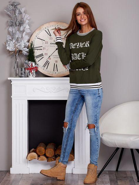 Bluza damska z gotyckim napisem khaki                              zdj.                              4
