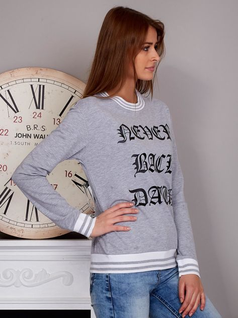 Bluza damska z gotyckim napisem szara                              zdj.                              4