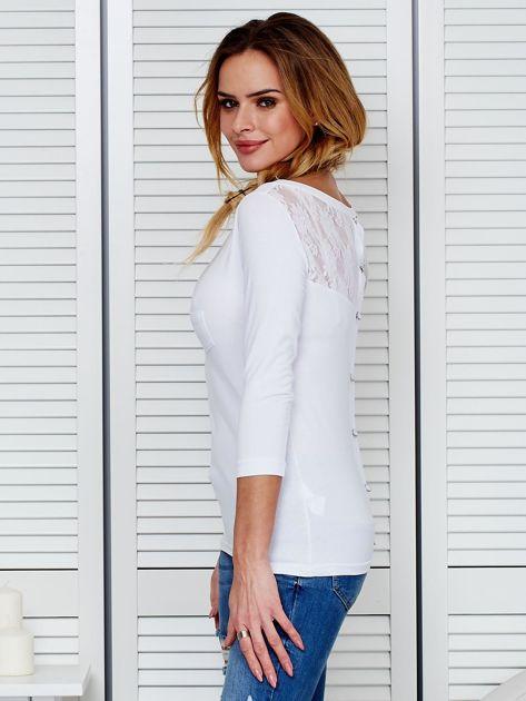 Bluzka biała z guzikami i koronką z tyłu                              zdj.                              5