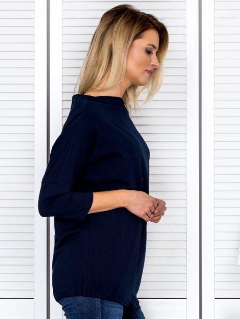 Bluzka damska oversize z kieszenią granatowa                              zdj.                              3