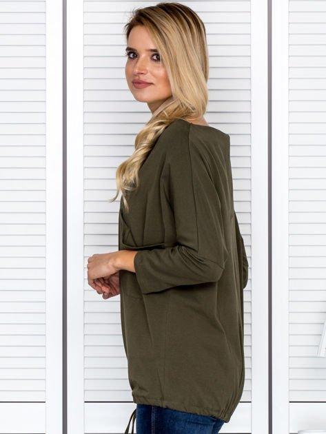 Bluzka damska oversize z kieszenią khaki                              zdj.                              5