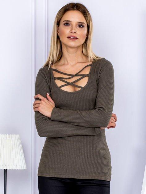 Bluzka damska w prążek z paseczkami przy dekolcie khaki                              zdj.                              1