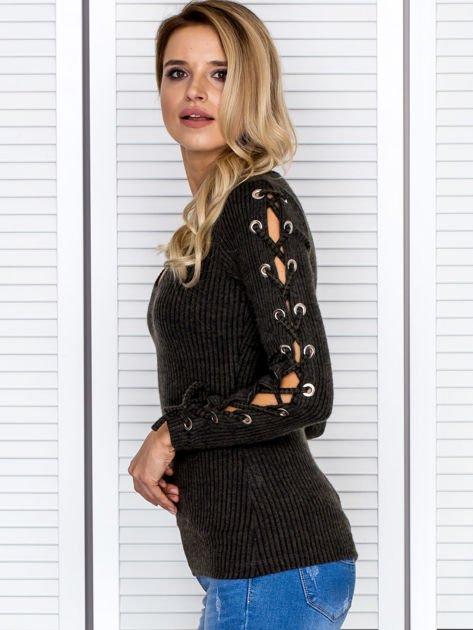 Bluzka damska w prążek ze sznurowanymi rękawami khaki                              zdj.                              5