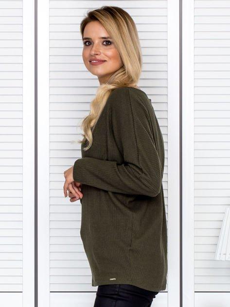 Bluzka damska z kontrastową lamówką khaki                              zdj.                              5